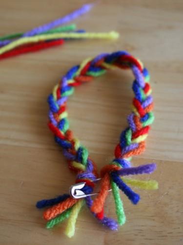 Как сделать браслет дружбы - браслет из ниток и бусин