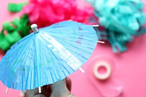 Как оформить праздничный стол - зонтики для коктейлей