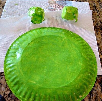 Поделки из одноразовых тарелок - Лягушка (4)