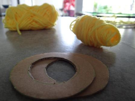 Как делать помпон из ниток - поделки из помпонов (9)