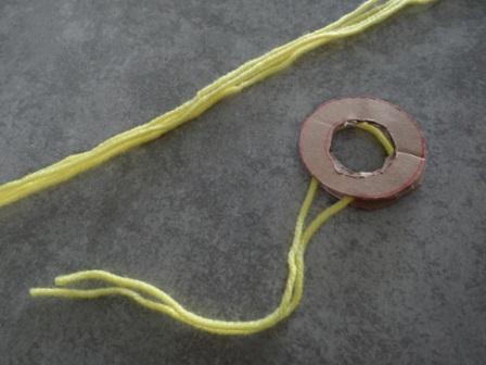 Как делать помпон из ниток - поделки из помпонов (8)