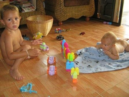 Развитие ребенка первого года жизни - Упражнения для развития мелкой моторики (2)