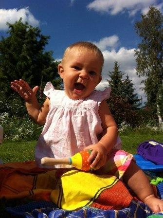 Развитие ребенка первого года жизни - Упражнения для развития мелкой моторики (3)