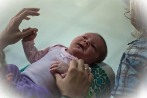 Развитие ребенка первого года жизни - Упражнения для развития мелкой моторики (1)
