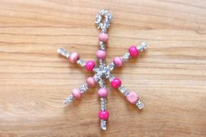 Снежинка из бисера: украшение новогодней ёлки (2)