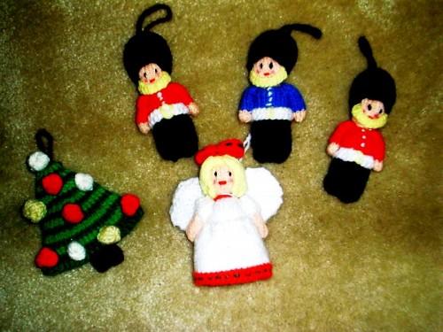 Елочные игрушки крючком - вязаные новогодние игрушки (8)