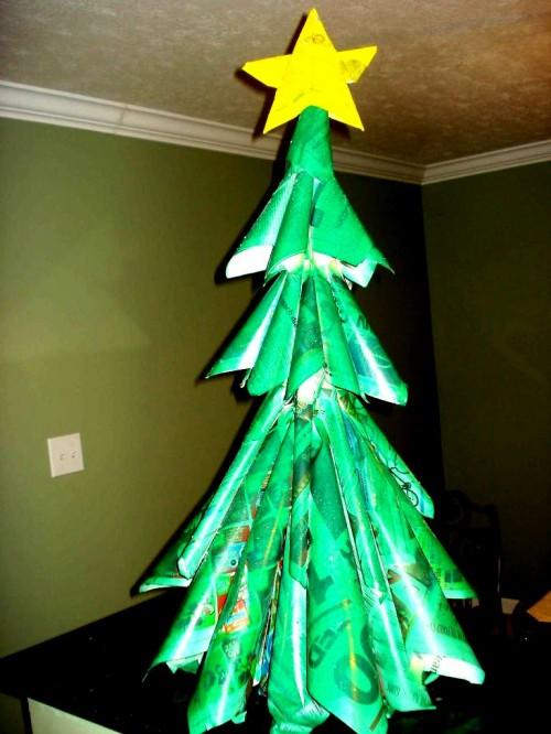 Из чего сделать елку - елка из газет (1)