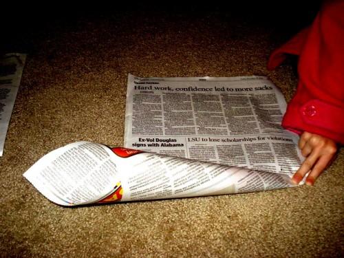 Из чего сделать елку - елка из газет (3)