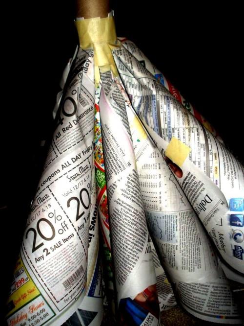 Из чего сделать елку - елка из газет (11)
