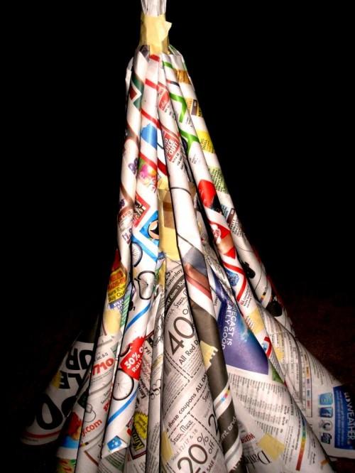 Из чего сделать елку - елка из газет (17)