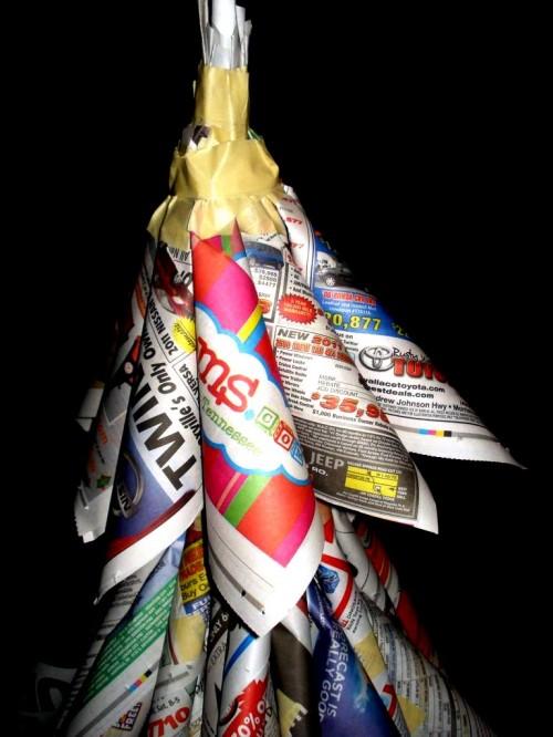 Из чего сделать елку - елка из газет (19)