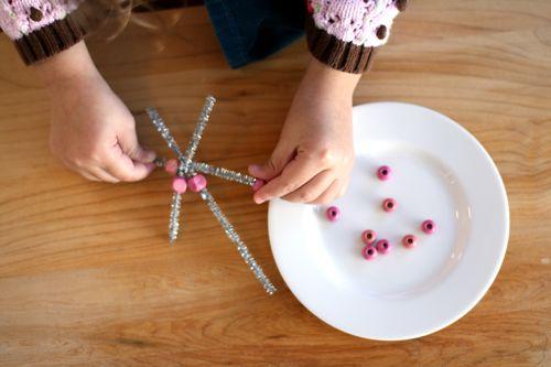 Снежинка из бисера: украшение новогодней ёлки (6)