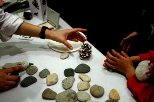 Поделки из природного материала своими руками - елка руками (8)
