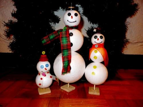 Игрушки снеговики - фигуры из пенопласта (1)