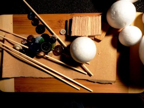 Игрушки снеговики - фигуры из пенопласта (2)