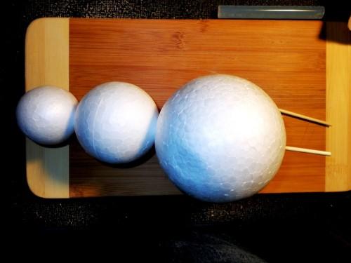 Игрушки снеговики - фигуры из пенопласта (10)