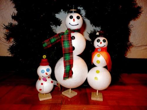 Игрушки снеговики - фигуры из пенопласта (17)