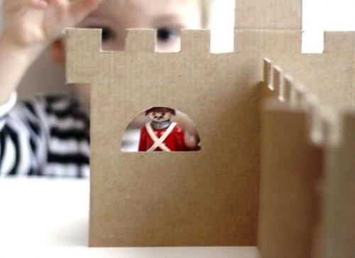 Как сделать замок из картона (4)