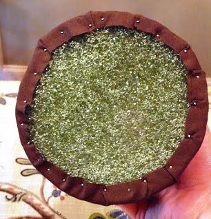 Как сделать ёлку из конфет (2)