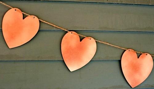 Поделка на День Влюбленных - гирлянда из сердечек (1)