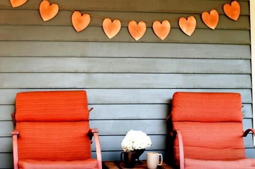 Поделка на День Влюбленных - гирлянда из сердечек (9)