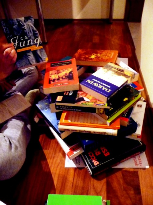 Поделка к Новому Году с детьми - елка из книг (4)