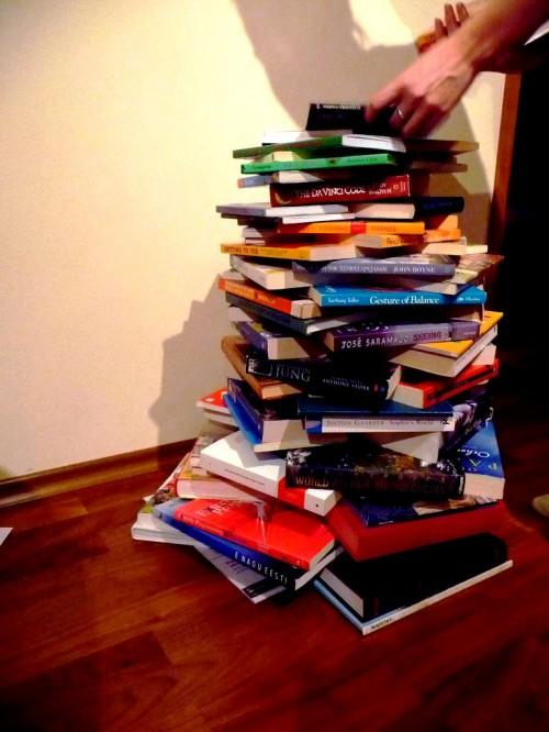 Поделка к Новому Году с детьми - елка из книг (6)