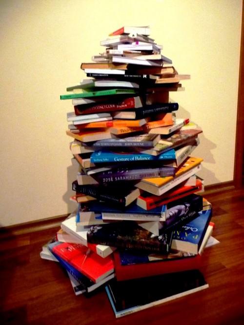 Поделка к Новому Году с детьми - елка из книг (7)