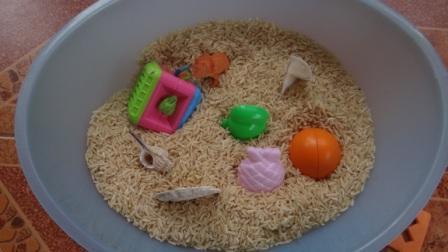 Сенсорное равитие в реннем возрасте: игры с крупой (5)