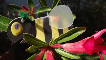 Аппликации из ладошек - пчела своими руками (7)