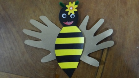 Аппликации из ладошек - пчела своими руками (11)