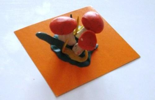 Лепка для детей 5-6 лет - Поляна с грибами (2)