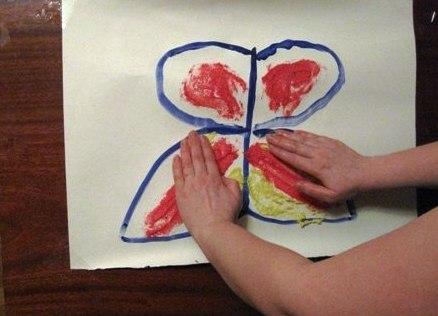 Рисование пальчиками - Бабочка красками (5)