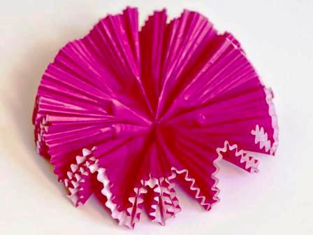 Как сделать своими руками цветы из бумаги (8)