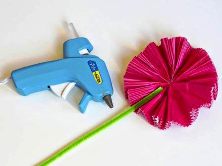 Как сделать своими руками цветы из бумаги (10)