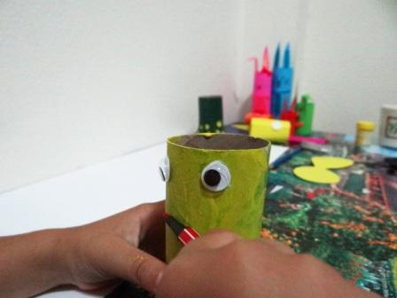 Поделки из туалетных рулонов - Пчёлка Майя (5)