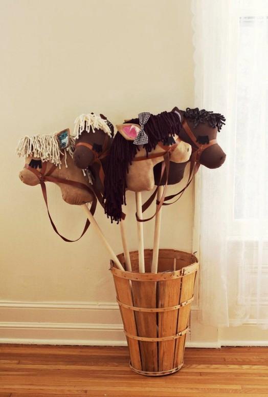 Лошадка на палке своими руками (1)