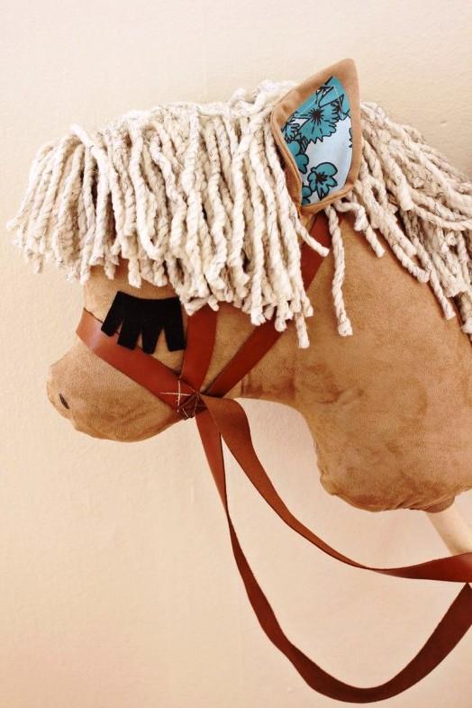Лошадка на палке своими руками (3)