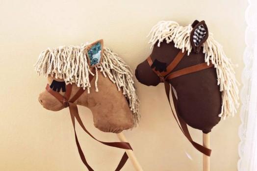 Лошадка на палке своими руками (4)