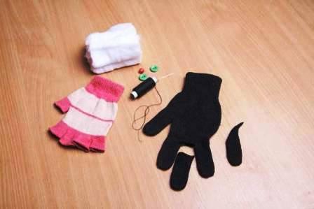 Как сделать игрушку из перчатки (3)