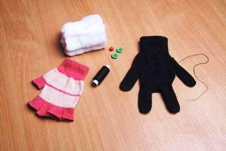 Как сделать игрушку из перчатки (4)
