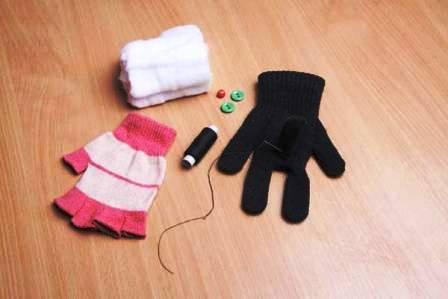 Как сделать игрушку из перчатки (5)