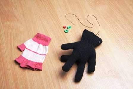 Как сделать игрушку из перчатки (6)