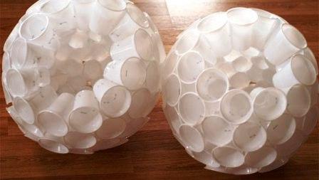 как сделать снеговика из стаканчиков (2)