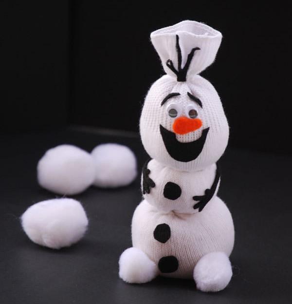 Снеговик из носка – пошаговая инструкция