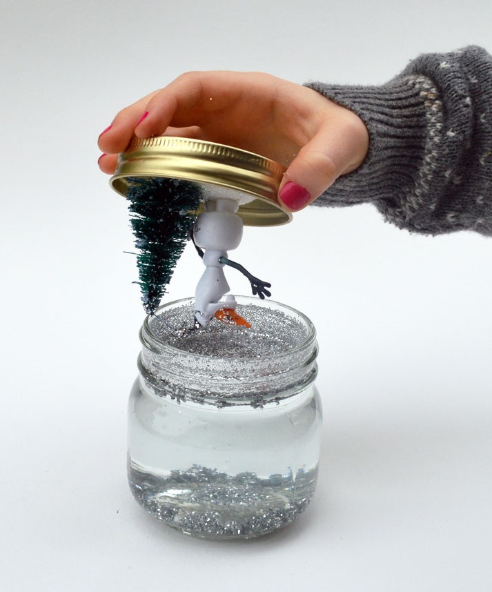 Стеклянный новогодний шар со снегом своими руками