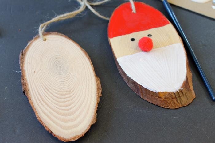 Новогодние поделки из спилов дерева